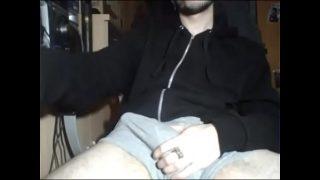 Jerking Off Hot Macho guy Big Dick – Livecamly.com